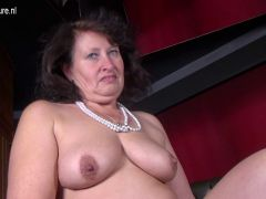 Big sexy mother with hungry vagina