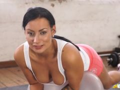 Sporty beauty shows off her cleavage as she works out