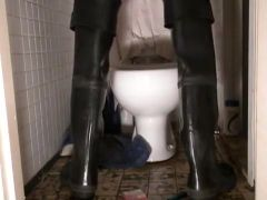 nlboots - throne room - urinate - waders - maillot