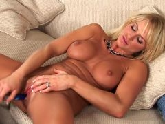 Blonde Brooke Belle Masturbates For You