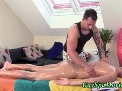 Muscly masseur blows straighty