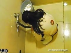 Peeping Chinese Girls Go To Toilet