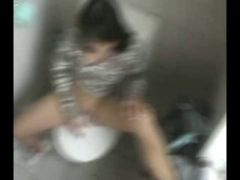 Teen masturbates on the toilet