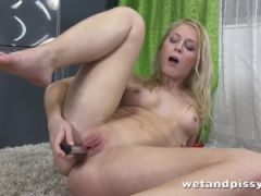 Hot darling is ready for a nice pissing session