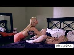 Babe Trillium and mom Alexis in hot 69 pussy licking  HD