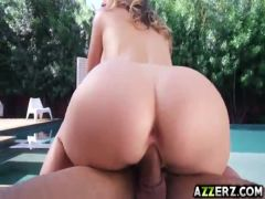 Flirty wife Kagney Linn outdoor 3some fuck