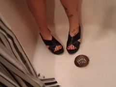 HeelGoddess piss and i piss on her