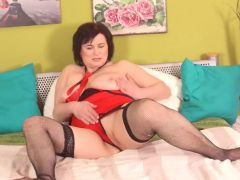 Chubby mature solo