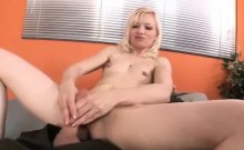 Hairypussy gives stunning handjob