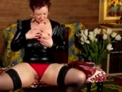 Kinky american lady fingering herself