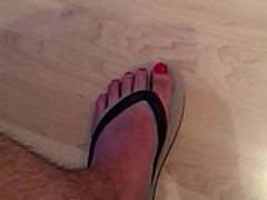 Guy fucks his flip-flop and cums on it