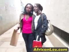 African chicks pleasing each other